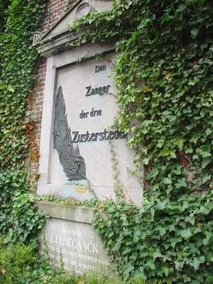 Ledeganck grafsteen